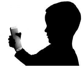 toddler iphone addiction