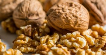 is it safe to eat walnuts during pregnancy