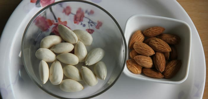 almonds soak in water for how long