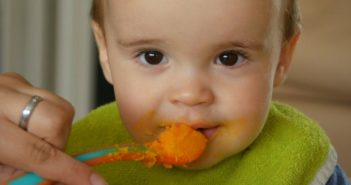mistakes moms make in feeding solids to babies